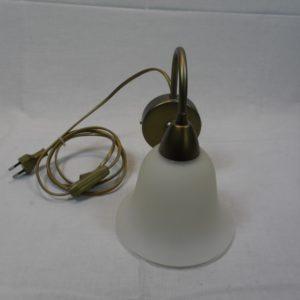 Wandlampje met witte glazen kap