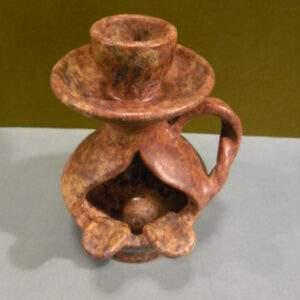 Asbak aardewerk met kaarsenstandaard