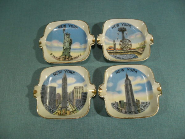 4 Asbakjes zonder houder. Souvenir uit New York