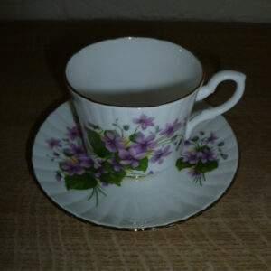 Kop en schotel, paars bloemetje, Royal Stafford, England