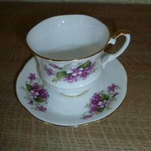 Kop en schotel, paars-roze bloemetje, Royal Ascot, Fine Bone China