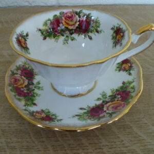 Kop en schotel, bloemmotief, Elizabethan England