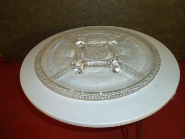 Glazen taartschaal op pootjes
