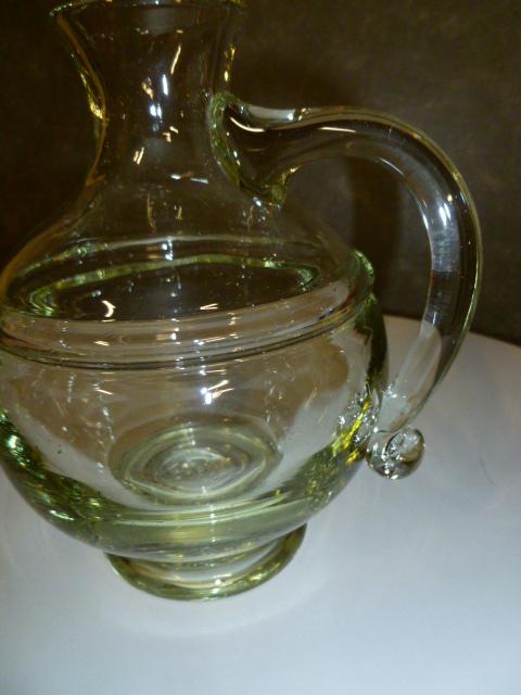 Glazen karaf, groenig glas.